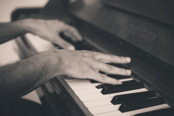 4 conseils et techniques pour jouer du piano : maîtrisez vos morceaux préférés